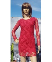 Robe courte doublée de dentelle rouge